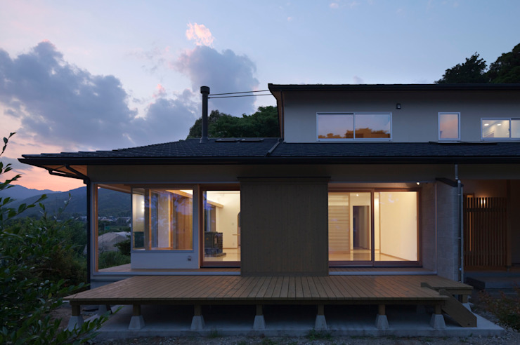 Eclectic style houses by ろく設計室 Eclectic