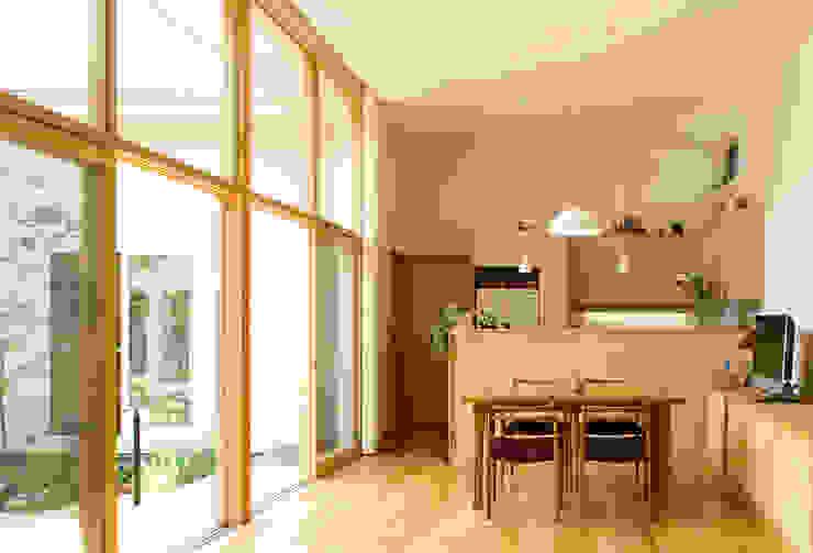 大きな窓のリビングルーム モダンデザインの リビング の FURUKAWA DESIGN OFFICE モダン