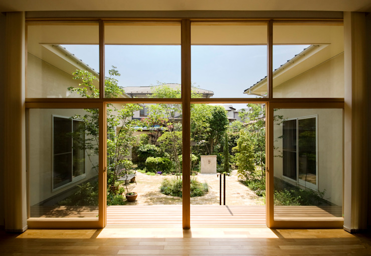 COURT YARD from LVING ROOM Taman Modern Oleh FURUKAWA DESIGN OFFICE Modern