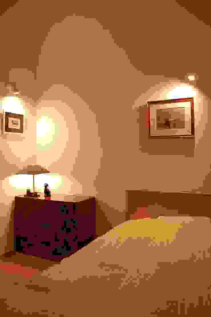 BEDROOM at night FURUKAWA DESIGN OFFICE DormitoriosCamas y cabeceros