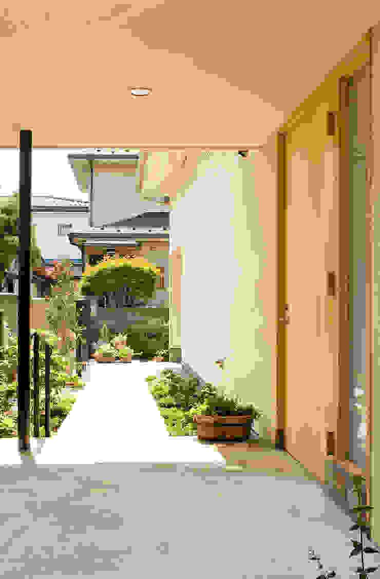 ENTRY FURUKAWA DESIGN OFFICE Casas de estilo moderno