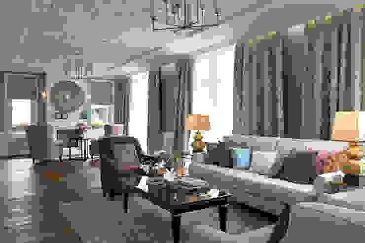 Дом в легкой классике Гостиная в классическом стиле от MARTINarchitects Классический