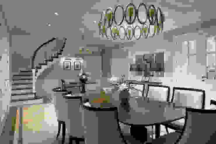 Дом в легкой классике Столовая комната в классическом стиле от MARTINarchitects Классический