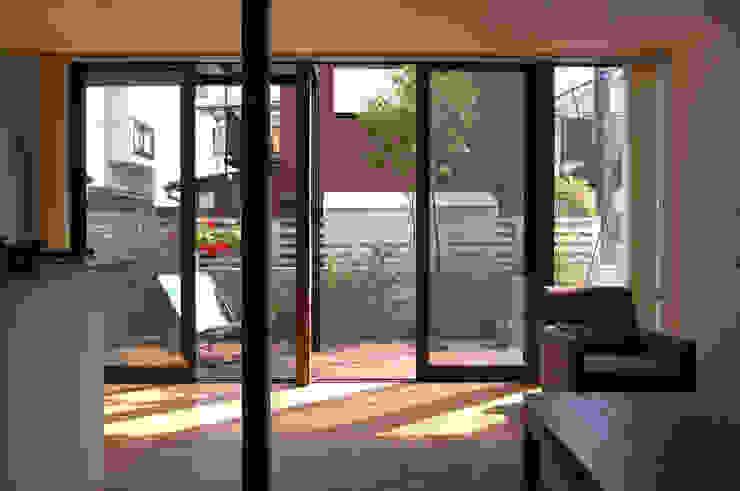 Living room 现代客厅設計點子、靈感 & 圖片 根據 FURUKAWA DESIGN OFFICE 現代風
