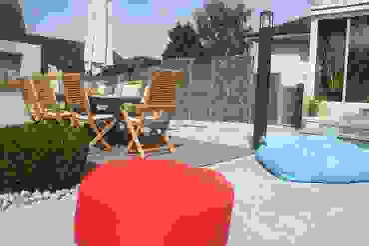 Zone repas Jardin moderne par EURL OLIVIER DUBOIS Moderne