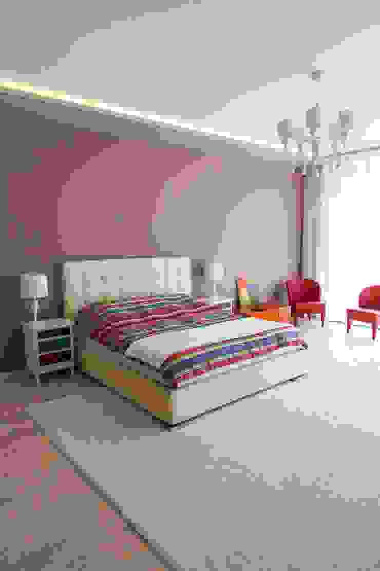 Наедине с природой Спальня в эклектичном стиле от MARTINarchitects Эклектичный