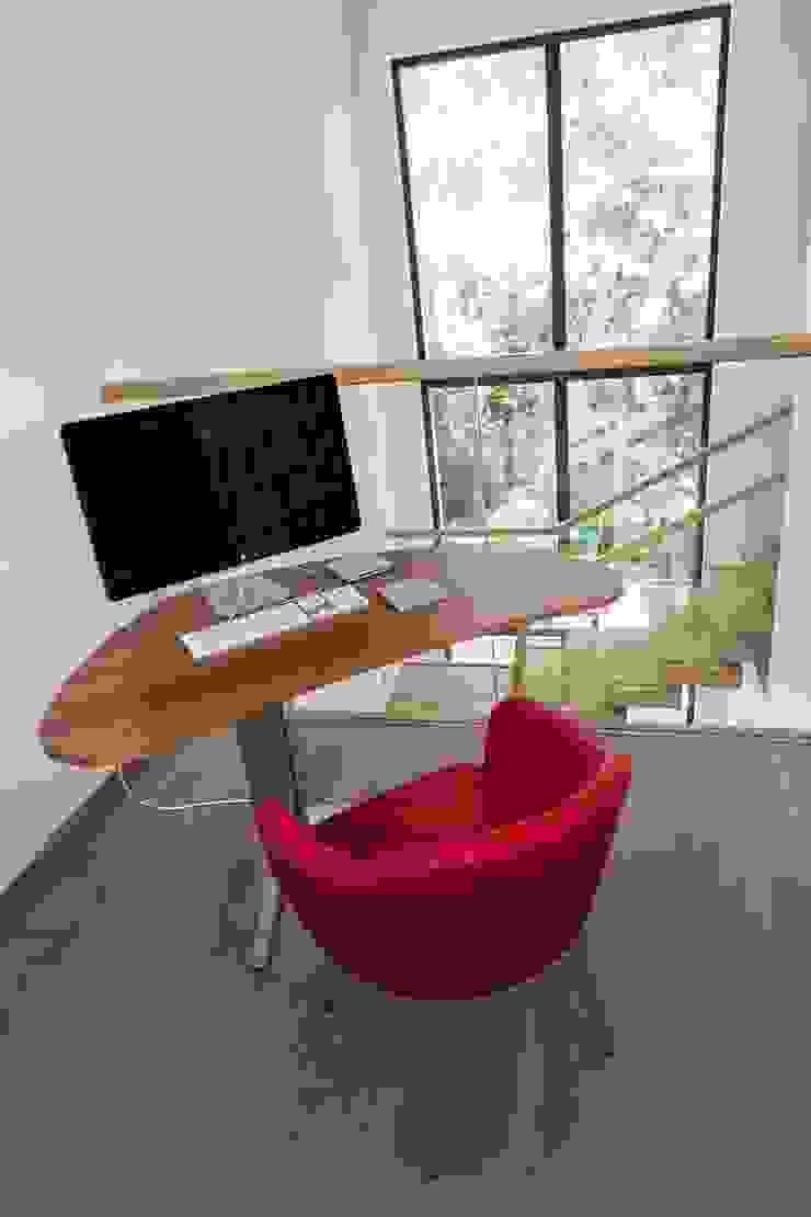 Наедине с природой Рабочий кабинет в эклектичном стиле от MARTINarchitects Эклектичный