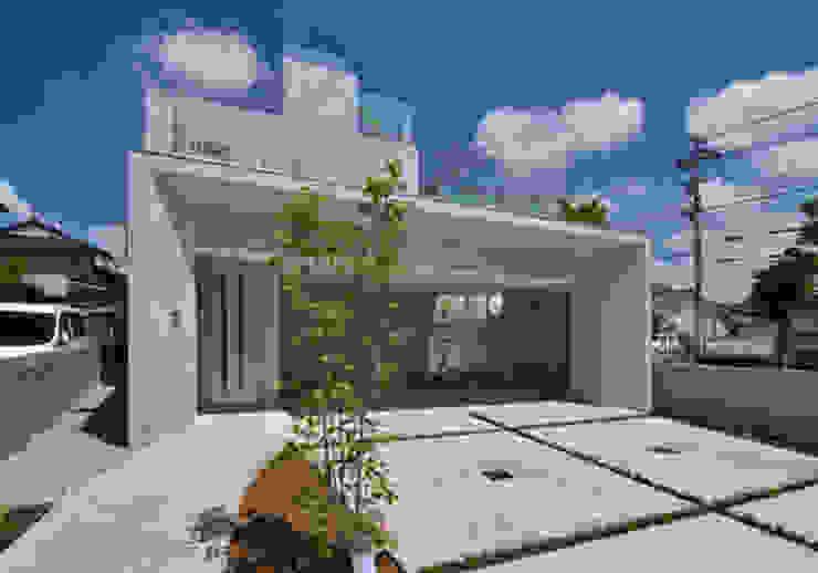 Modern home by アーキ・アーバン建築研究所+中出喜美男 Modern