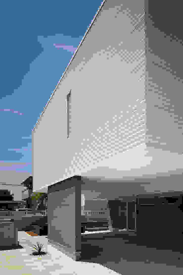 l a n i モダンな 家 の *studio LOOP 建築設計事務所 モダン
