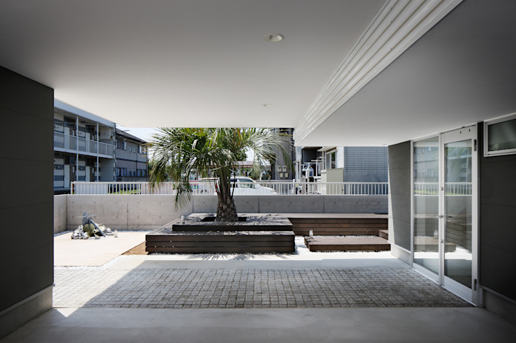 l a n i モダンデザインの ガレージ・物置 の *studio LOOP 建築設計事務所 モダン