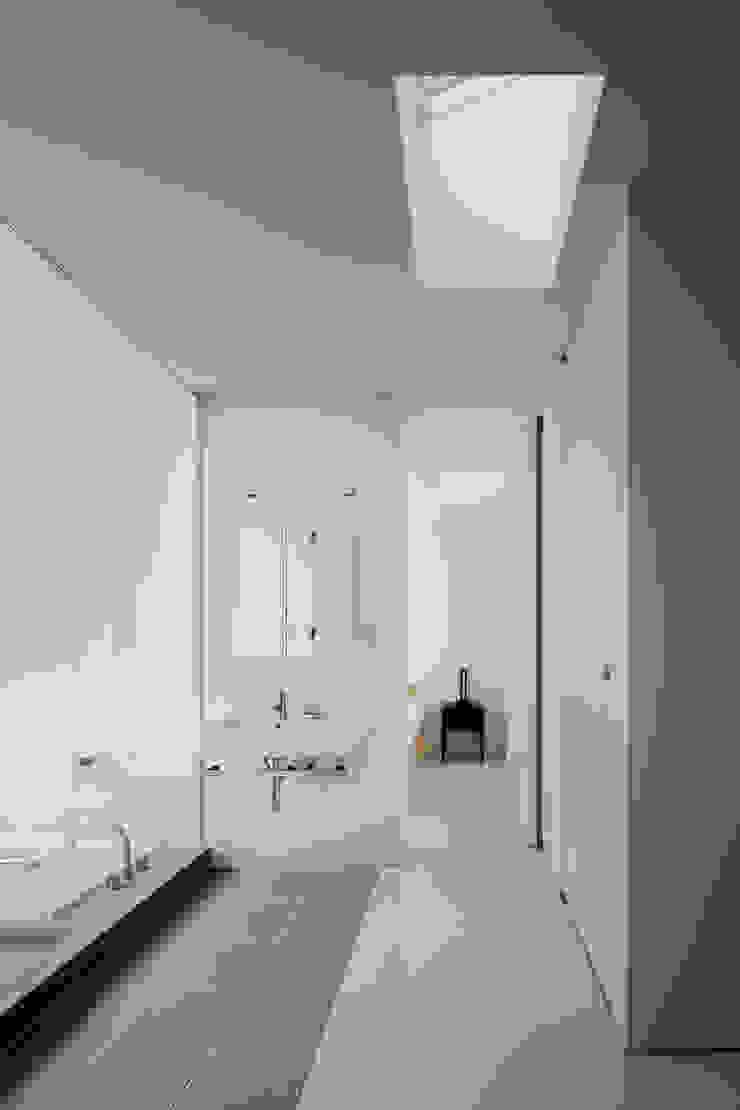 l a n i モダンスタイルの お風呂 の *studio LOOP 建築設計事務所 モダン