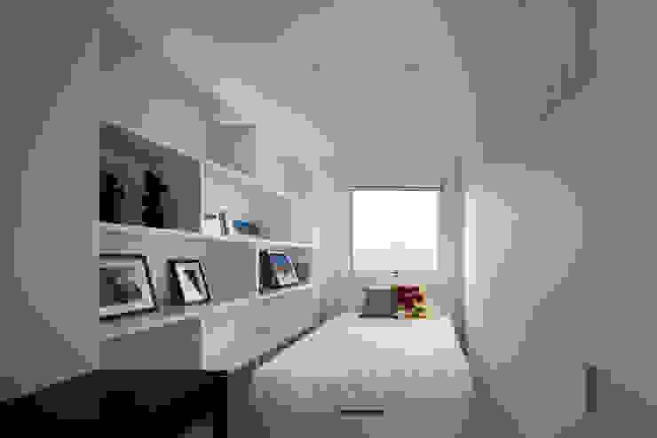 l a n i モダンスタイルの寝室 の *studio LOOP 建築設計事務所 モダン