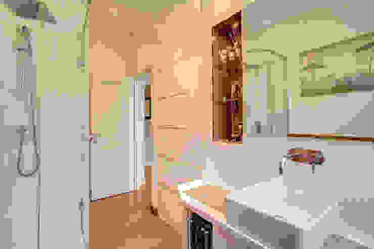 Modern bathroom by MOB ARCHITECTS Modern