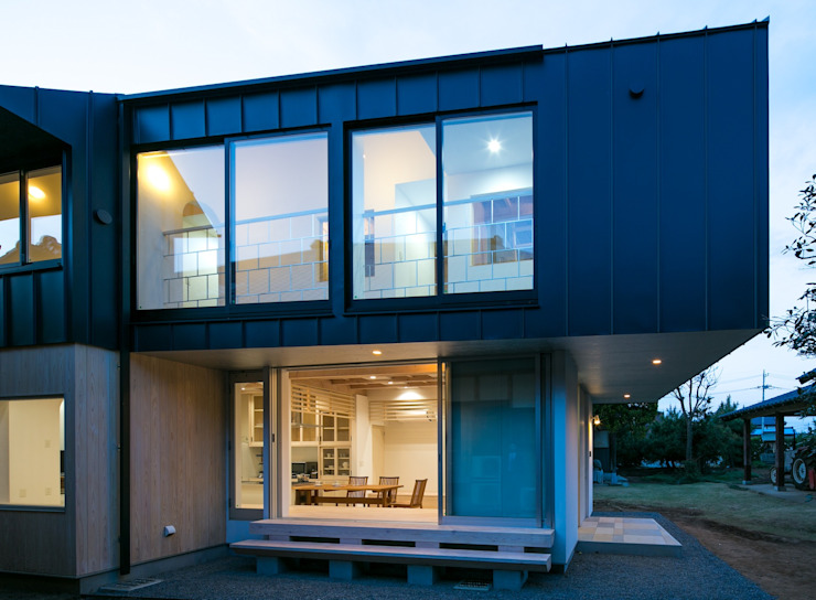 Casas estilo moderno: ideas, arquitectura e imágenes de 株式会社飯島洋省andHAND建築設計事務所 Moderno