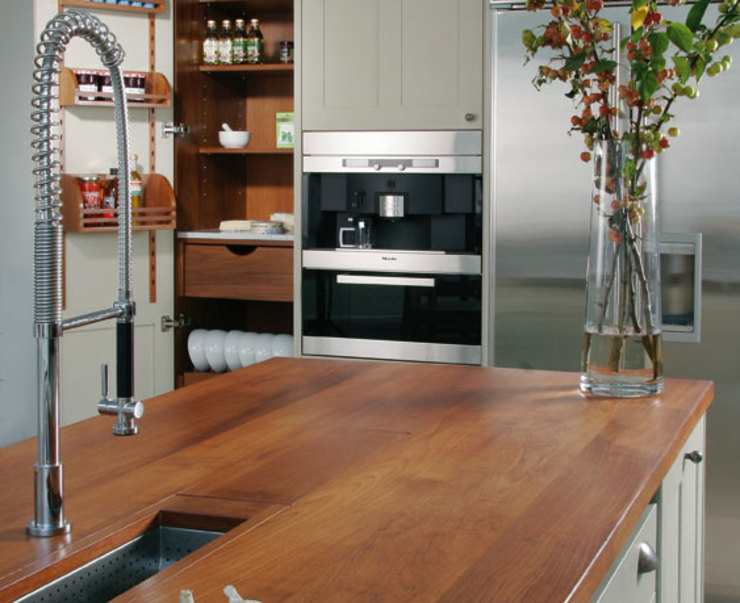 Cherry worktop Dapur Modern Oleh Bordercraft Modern