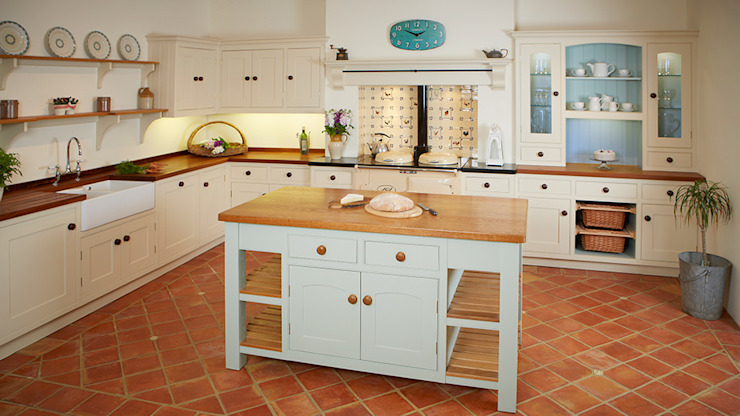 Oak island Country style kitchen by Bordercraft Country