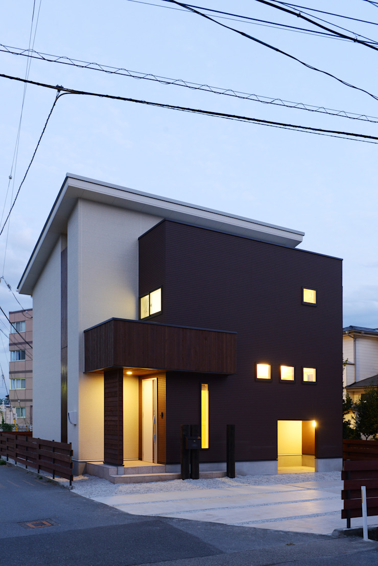 Eclectic style houses by 堀内一級建築設計事務所 Eclectic