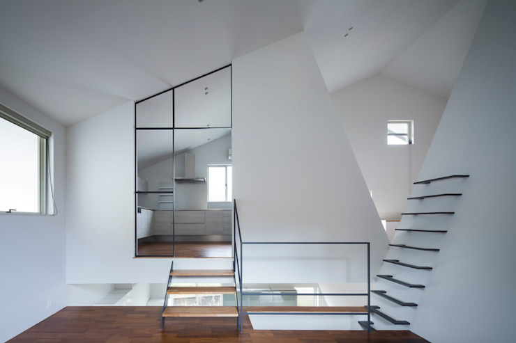 和歌山の住宅 S邸: sprayが手掛けたリビングです。,オリジナル