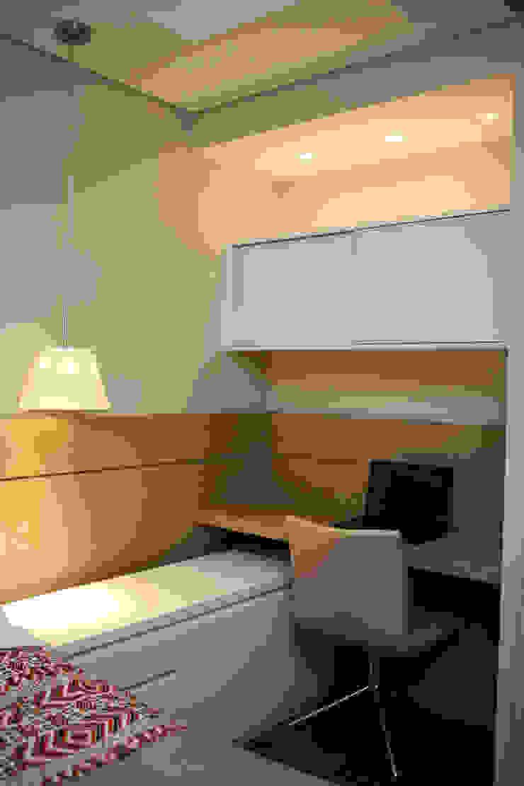 Home Office por Roberta Ruschel Arquitetura e Interiores Moderno