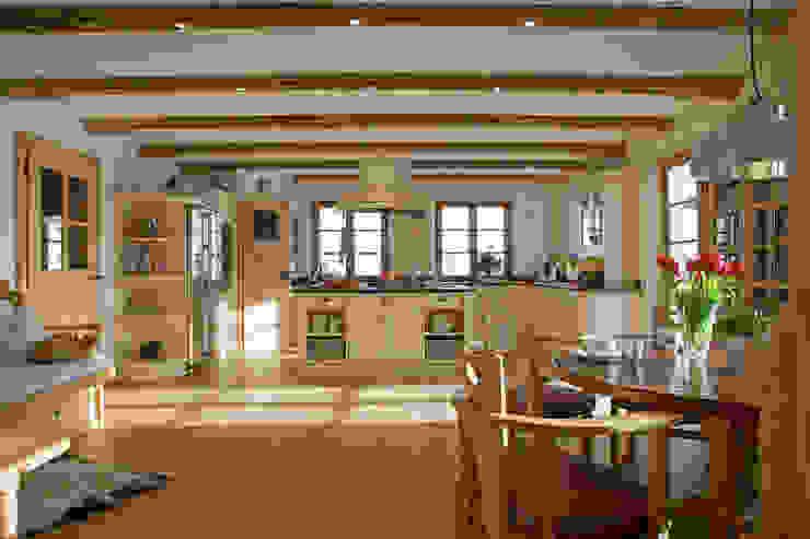 Beinder Schreinerei & Wohndesign GmbH Cucina rurale