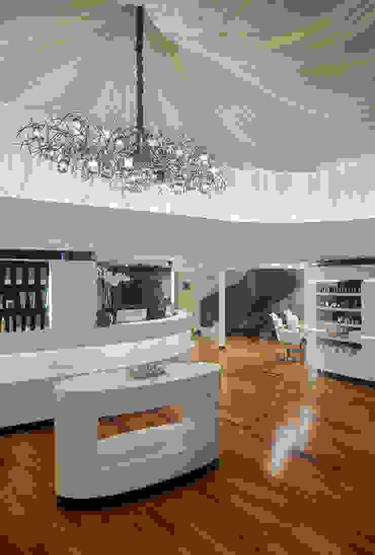Dessange Paris Centro de Beleza – Barrashopping Lojas & Imóveis comerciais ecléticos por Cadore Arquitetura Eclético