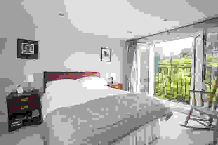 Bedroom by LMB Loft Conversions