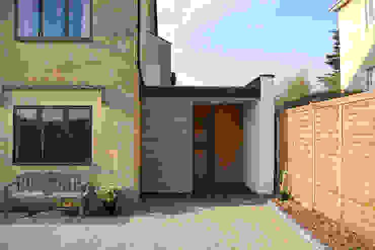 Calderwood Modern houses by Designscape Architects Ltd Modern