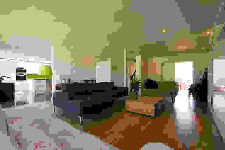 Calderwood Nowoczesny salon od Designscape Architects Ltd Nowoczesny