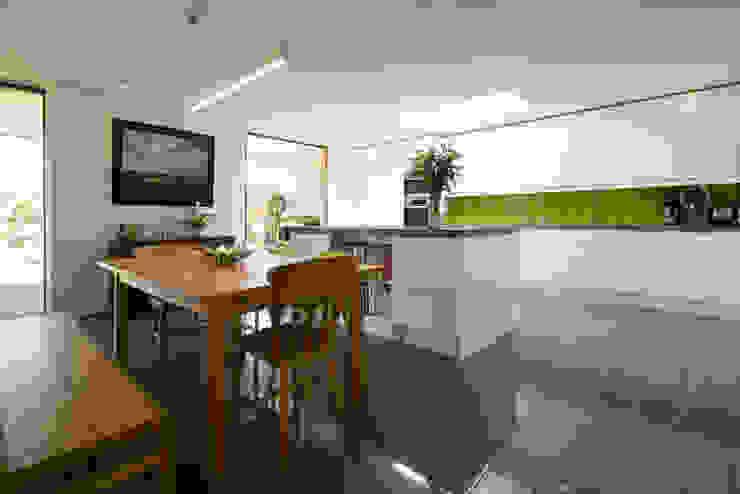 Calderwood Nowoczesna kuchnia od Designscape Architects Ltd Nowoczesny