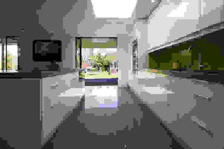 Calderwood Modern kitchen by Designscape Architects Ltd Modern