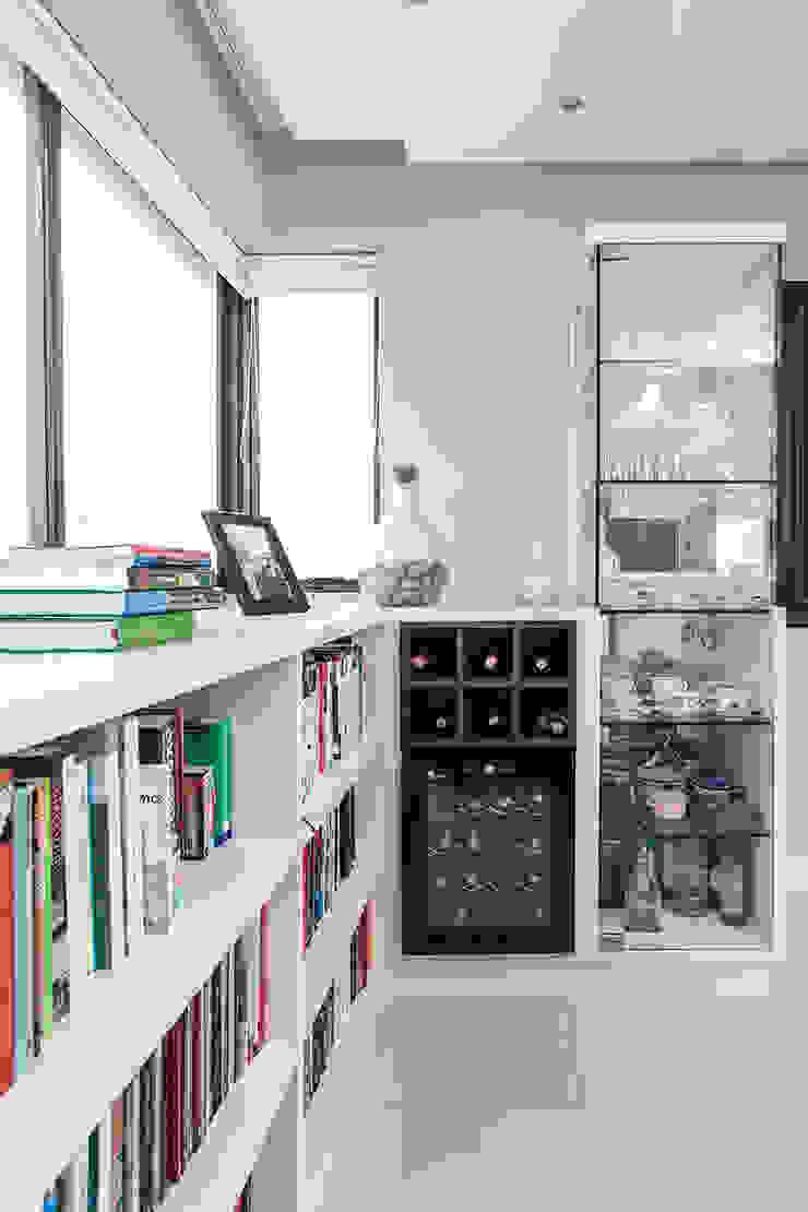 Apartamento Passo D`Areia Varandas, alpendres e terraços modernos por Arquiteto Gustavo Redlich & Associados Moderno