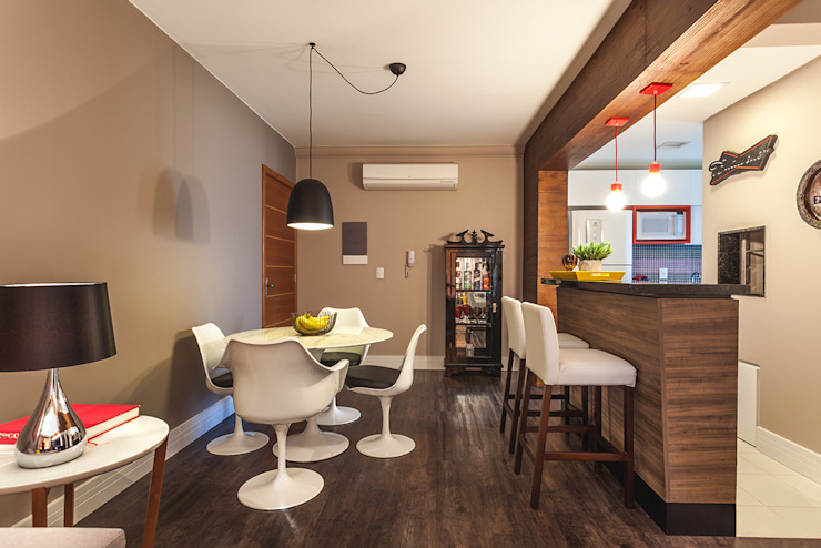 Modern Dining Room by Arquiteto Gustavo Redlich & Associados Modern