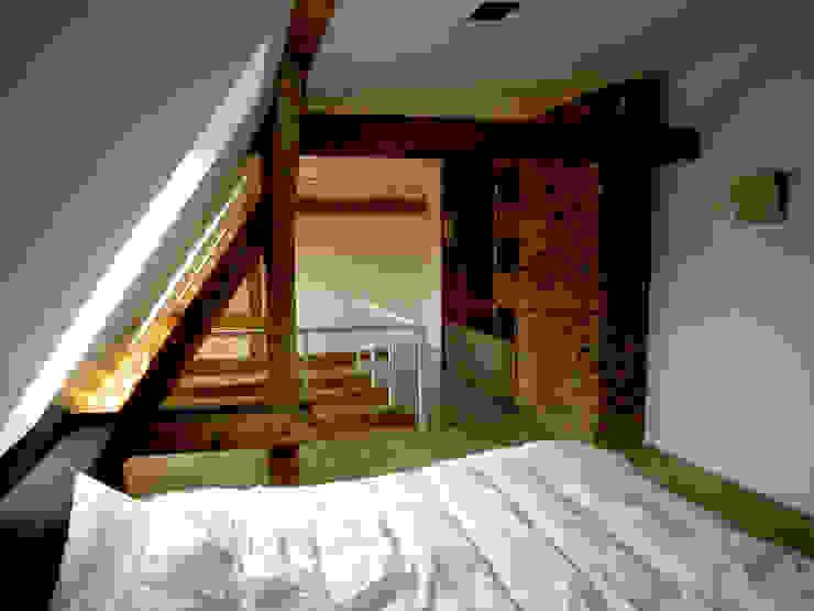 Mieszkanie Katowice Industrialna sypialnia od LMarchitekt Industrialny
