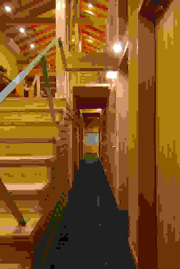 内路地 オリジナルスタイルの 玄関&廊下&階段 の 豊田空間デザイン室 一級建築士事務所 オリジナル