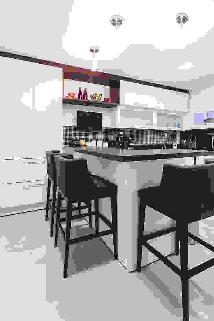 Apartamento Menino Deus Cozinhas modernas por Arquiteto Gustavo Redlich & Associados Moderno