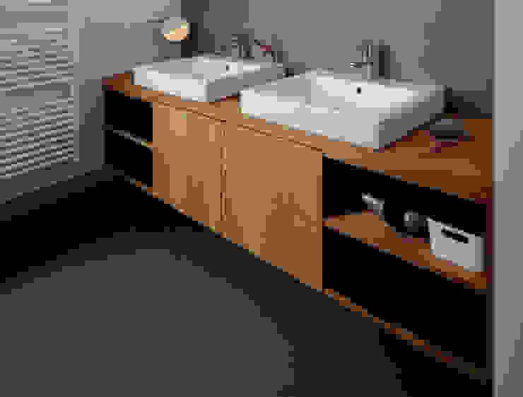 Baños de estilo moderno de IFUB* Moderno