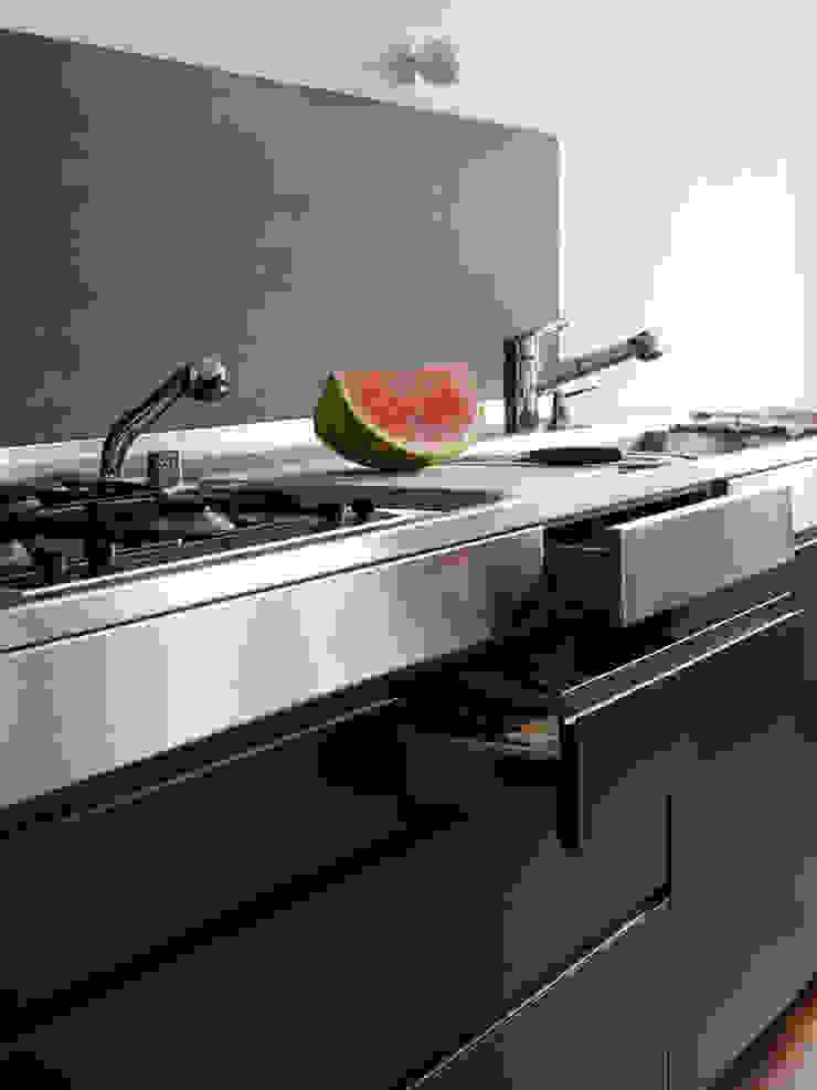 Cocinas de estilo moderno de IFUB* Moderno