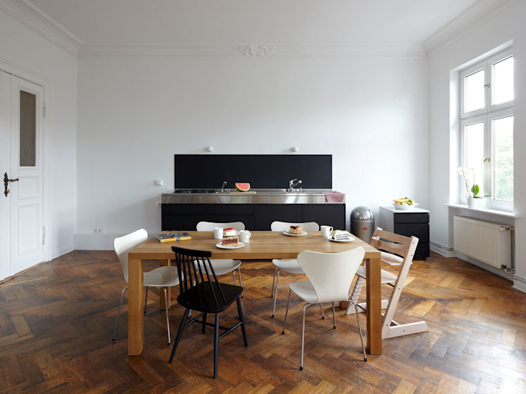 Modern dining room by IFUB* Modern