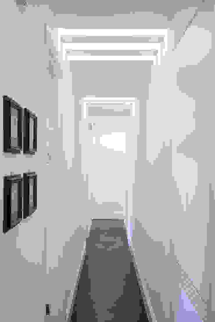 South Brompton Apartments, London Minimalist corridor, hallway & stairs by PAD ARCHITECTS Minimalist