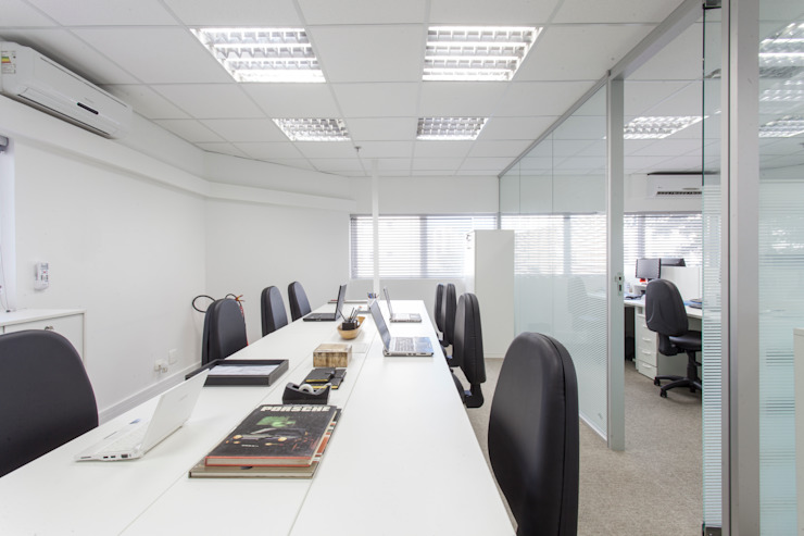 Escritório Comercial Lojas & Imóveis comerciais modernos por Pereira Reade Interiores Moderno