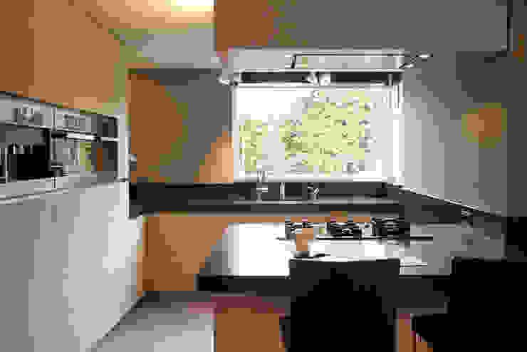 Modern kitchen by Grego Design Studio Modern