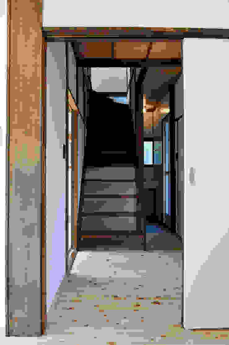 Hành lang, sảnh & cầu thang phong cách kinh điển bởi 結人建築設計事務所 Kinh điển