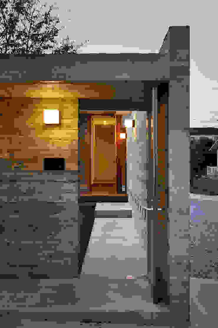 エントランスゲート モダンな 家 の 窪江建築設計事務所 モダン