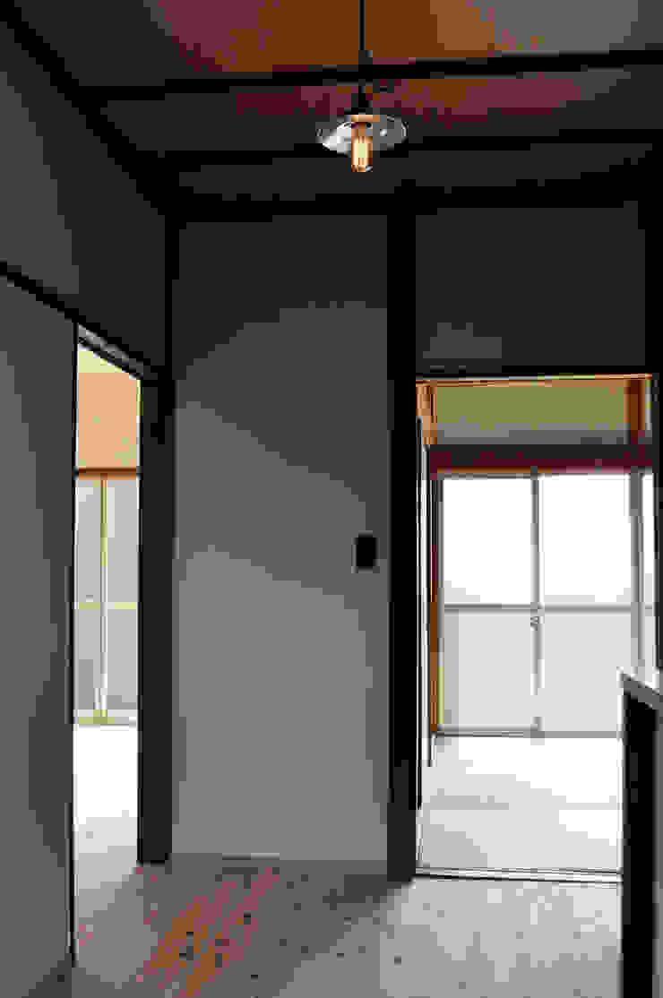 井の頭の家2 クラシカルな 壁&床 の 結人建築設計事務所 クラシック