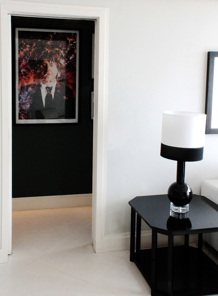 APARTAMENTO À BEIRA-MAR | SEASIDE APARTMENT Corredores, halls e escadas modernos por Sandro Clemes Moderno