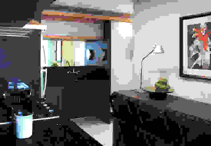 APARTAMENTO À BEIRA-MAR | SEASIDE APARTMENT Cozinhas modernas por Sandro Clemes Moderno