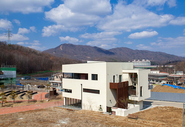 SONGCHU MAPLE HOUSE 모던스타일 주택 by IDEA5 ARCHITECTS 모던