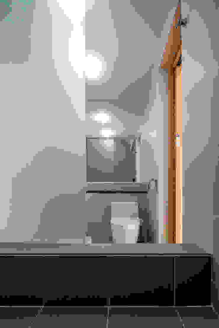 SONGCHU MAPLE HOUSE 모던스타일 욕실 by IDEA5 ARCHITECTS 모던