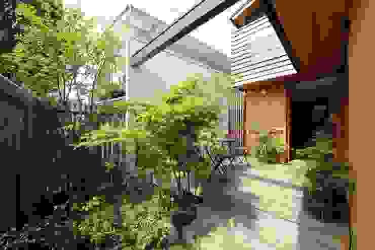 新井アトリエ一級建築士事務所의  정원, 모던
