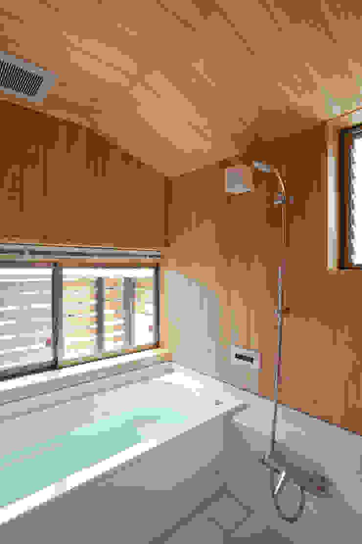 新井アトリエ一級建築士事務所 Salle de bain moderne